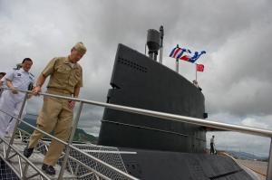 Admiral Mullen on a PLA Navy Yuan class diesel submarine.